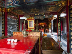 Interior of Sen Wang Kong temple